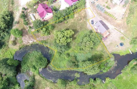 Parduodamas 24 a. namų valdos sklypas su 80 metrų Varėnės upės pakrante